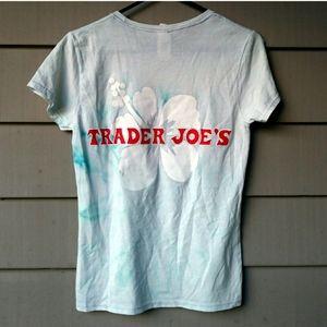 Trader Joes Ladies Tie Dyed Hibiscus Flower Shirt